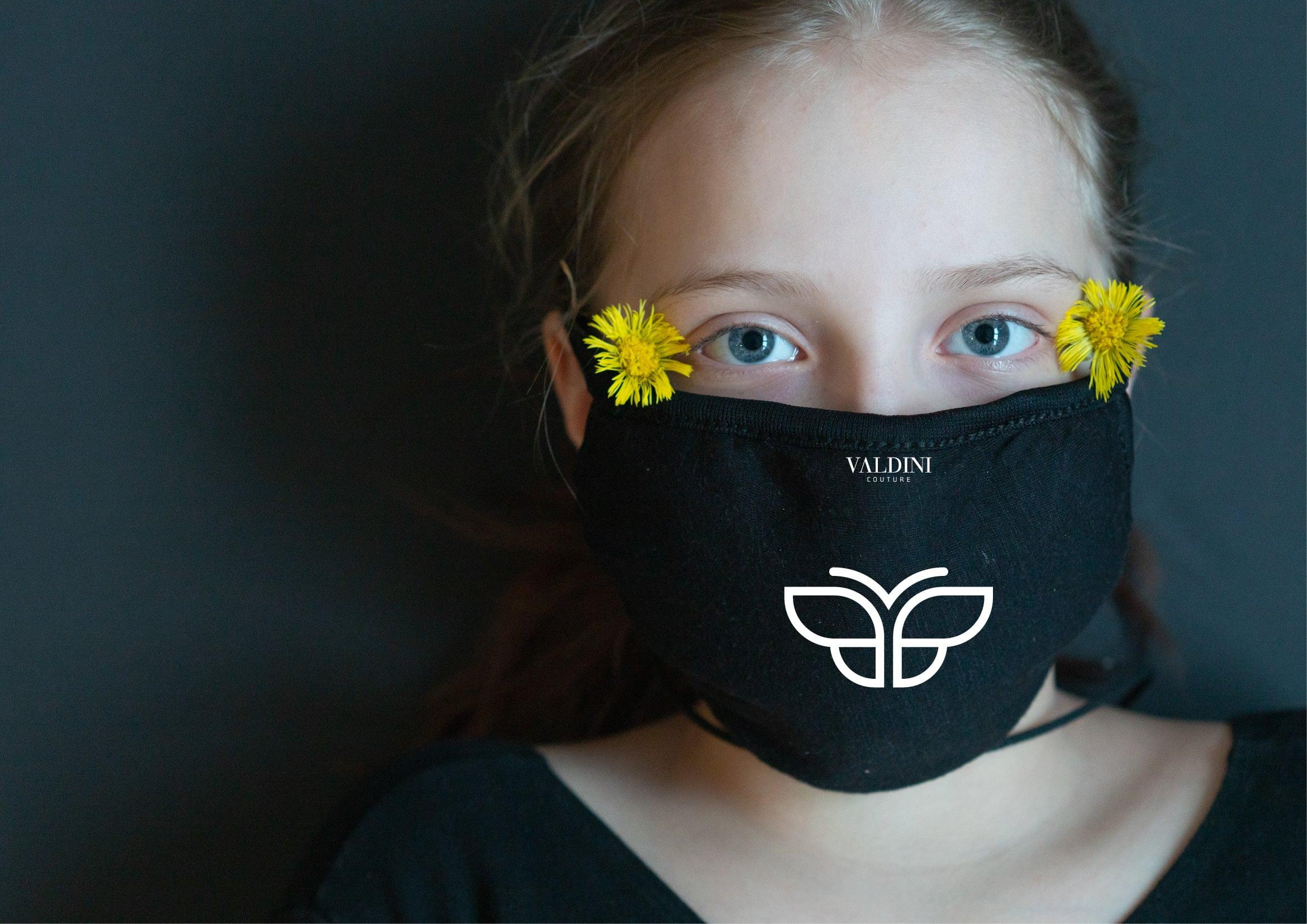 Stylischer Mundschutz für Modedesignerin